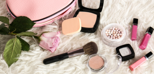Products that women should carry in a makeup bag