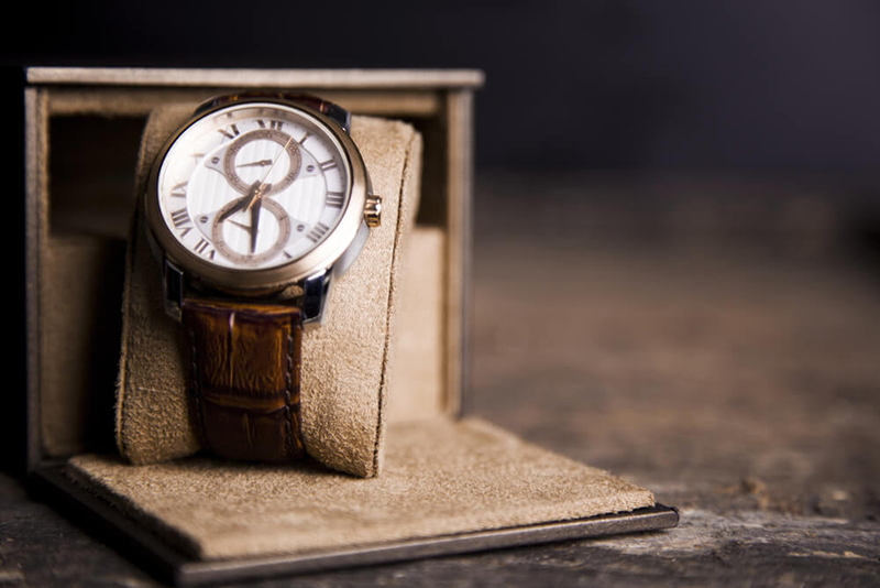 Get a watch to Libras for Valentine's Day Gift